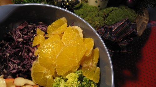 min-diaetists-roedkaals-groenkaalssalat-med-broccoli-pigeon-og-appelsin-thumbnail