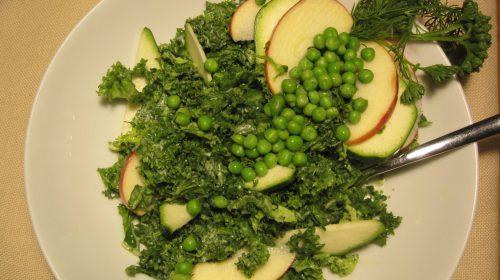 min-diaetists-groenkaalssalat-med-dressing-af-friske-krydderurter-thumbnail