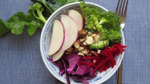 min-diaetists-salat-af-roed-spidskaal-glaskaal-roedbede-og-broccoli-thumbnail