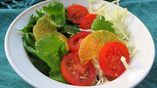 min-diaetists-spinat-kaalsalat-med-tomat-og-klementin-og-sur-soedmarinade-med-ingefaer-thumbnail