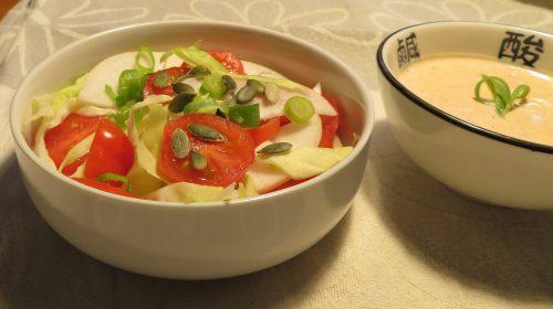 min-diaetists-majroe-tomatsalat-med-spidskaal-foraarsloeg-og-roed-karrypastadressing-thumbnail
