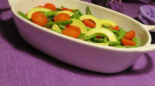 min-diaetists-marinerede-boenner-med-tomat-og-avocado-thumbnail