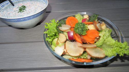 min-diaetists-jordskokkesalat-med-aeble-og-purloeg-peberrodsdressing-thumbnail