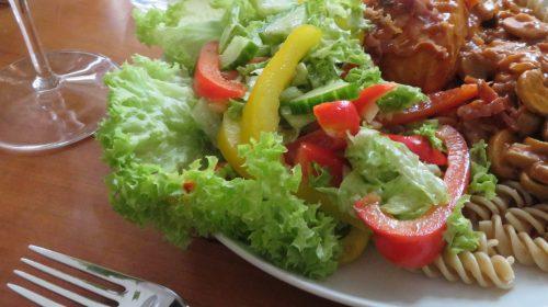 min-diaetists-salat-med-roed-og-gul-peberfrugt-thumbnail