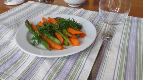 min-diaetists-appelsinmarinerede-guleroedder-og-groenne-asparges-med-dild-thumbnail